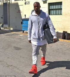 KanyeWest wearing #Nike Air Yeezy 2 « Red October »