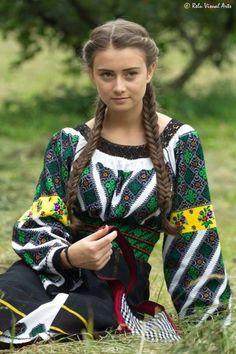 World Ethnic & Cultural Beauties Ukraine Women, Ukraine Girls, Ethnic Fashion, Colorful Fashion, Womens Fashion, Traditional Fashion, Traditional Dresses, Romanian Women, European Girls