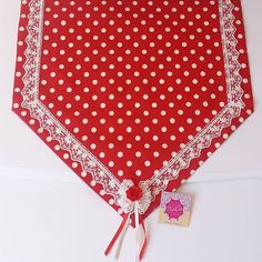 Deco Mesh Wreaths, Table Runners, Crafty, Bedding Sets, Dining Room, Stitch, Table Decorations, Pillows, Diy Crafts