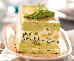 En entrée, cette terrine d'avocat au crabe convaincra tout le monde de vos ta… As a starter, this terrine of crab avocado will convince everyone of your culinary skills! Seafood Recipes, Gourmet Recipes, Cooking Recipes, Quiche Recipes, Cake Recipes, Terrine Recipes, Tapas, Avocado Dishes, Good Food