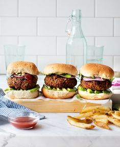 The best veggie burger recipe! These hearty vegan patties won't fall apart on the grill, and they have a delicious savory flavor and meaty texture. Vegan Veggie Burger, Vegan Burgers, Veggie Burger Recipes, Mushroom Veggie Burger, Turkey Burgers, Hamburger Recipes, Vegetarian Recipes, Healthy Recipes, Gastronomia