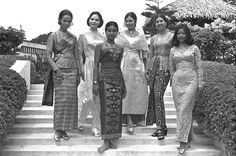 Singapore girls in Singapore Fashion, Singapore Photos, Singapore Malaysia, Vintage Outfits, Vintage Fashion, Photographs And Memories, Malay Wedding, Sarongs, Family Portrait Photography