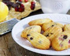Madeleines surprise allégées aux cranberries et pépites de chocolat : http://www.fourchette-et-bikini.fr/recettes/recettes-minceur/madeleines-surprise-allegees-aux-cranberries-et-pepites-de-chocolat.html