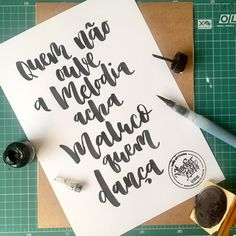 Quem não ouve a melodia acha maluco quem dança  . . #feitoamao #poster #frases #gratidao #handmade #handlettering #letteringbr #art #inspiration #typism #instagood #motivation #handmadefont #handtype #thedailytype #typespire #typegang #goodtype #typography #lettering #letters #moderncalligraphy #calligraphy #brushlettering #brushpen