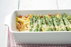 De groene asperges hoeven niet per se gekookt te worden; ook in de oven worden ze heerlijk. Pastaschotel met groene asperges - Recept - Allerhande
