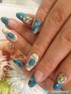 ターコイズブルーとホワイトのネイル Nail of white turquoise and blue