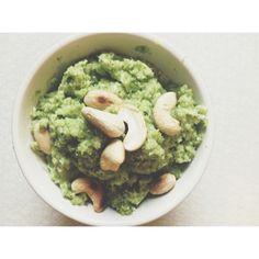  nytt  på familjens tallrikar. Och såå fruktansvärt gott, enkelt och nyttigt. Broccolipesto med rostade nötter. Där dog jag lite! Lägger upp recept ikväll på bloggas! #nytt #fotoutmaningenmaj2014 #recept #middagstips #vegetariskt #vegan #rawfood #meetfreemonday #healthyliving #healthyfood #plantbased #fastfood #Padgram