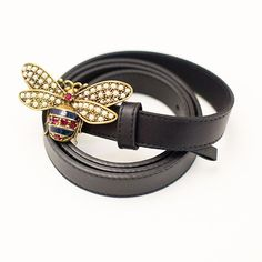 Bee-yond. Our women's gift guide features this @gucci bee belt, the game-changing outfit completer that @lizasuloti swears by. Because it's Friday and you deserve a treat. . . . . #treatyoself #notsponsored #gucci #accessories #belt #giftguide #swearby #giftideas #onlyawesomethings  #Regram via @swearbyapp