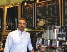 """Το COFFEE BERRY, το απόλυτο street cafe concept και η δυναμική του ανάπτυξη, στηρίζονται στην 13χρονη εμπειρία των ιδρυτών του στο χώρο της καφεστίασης! Σύμφωνα με τον κ. Χάρη Γρυπάρη """"επενδύουμε διαρκώς σε νέα προϊόντα, αφουγκραζόμενοι πάντα τις τάσεις που κυριαρχούν στην παγκόσμια αγορά, αναπτύσσοντας και προσφέροντας την καλύτερη ελληνική εκδοχή τους"""". Coffee Berry Franchise! Μια επιχειρηματική πρόταση που στηρίζεται στην απόλυτη εξειδίκευση. Franchise Business Opportunities, Opportunity"""