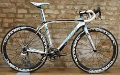 Bianchi Oltre with Campagnolo Super Record...all it needs is some Bora Ultra II wheels and it would be an Italian work of art...