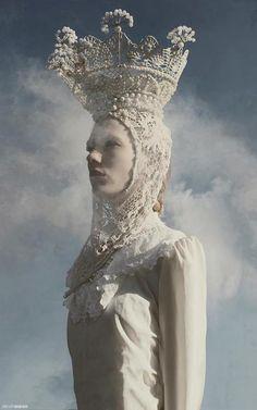 e ✳ lace couture textile crowns headdresses Headgear Hats Snow Queen, Ice Queen, Foto Fashion, Fashion Art, High Fashion, Editorial Fashion, Costume Original, Foto Fantasy, Fantasy Hair