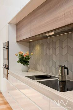 Browse photos of modern kitchen designs. Discover inspiration for your minimalist kitchen remodel or upgrade with ideas for storage, organization, layout and Most Popular Kitchen Design Ideas on 2018 & How to Remodeling Modern Kitchen Design, Interior Design Kitchen, Kitchen Designs, Modern Design, Modern Interior, Kitchen Contemporary, Tiles Design For Kitchen, Interior Ideas, Interior Inspiration