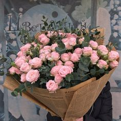 37 Ideas flowers arrangements bouquets gift pink roses for 2019 Luxury Flowers, Pink Flowers, Beautiful Flowers, Fond Design, Rosa Rose, Flower Aesthetic, Beige Aesthetic, Flower Art, Art Flowers