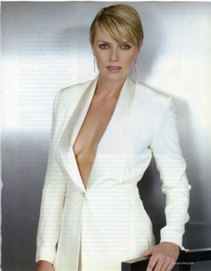 Amanda Tapping.  Saw her in Sanctuary before, and am now watching SG-1...  This is a pretty dandy picture. And she has great eyes!