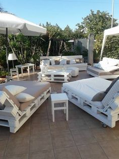 Pallet garden furniture: current ideas for summer 2018 - Garten ♡ Wohnklamotte - Design Palette Garden Furniture, Pallet Patio Furniture, Diy Garden Furniture, Outdoor Furniture Sets, Outdoor Decor, Wooden Furniture, Furniture Ideas, Antique Furniture, Outdoor Seating