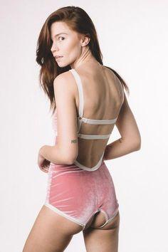 Solstice Intimates VELVET OUVERT V-STRAP BODYSUIT Bodysuit e7b5957d2