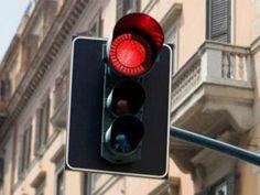 Fanari_kokkino  Οι ανεφάρμοστοι νόμοι... και η θεωρία του κόκκινου