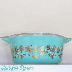 Clover berry pyrex! I must find you