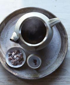 Tea with salted cherry blossom on the side Blackberry Tea, Pickled Cherries, Coin Café, Japanese Pickles, Cuppa Tea, Tea Art, Tea Ceremony, High Tea, Drinking Tea