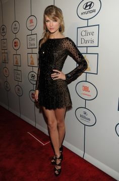 Taylor Swift stunned at the pre-Grammys gala!