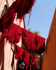 Red wool, blue sky - Marrakech, Marrakech
