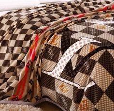 pin von fierce heels auf bedding at fierce heels emporium pinterest bed gucci und heels. Black Bedroom Furniture Sets. Home Design Ideas