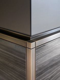 Beautiful and very thoughtful detail Interior Furniture Bronze detail Detail Architecture, Interior Architecture, Interior Design, Interior Detailing, Cool Furniture, Furniture Design, Furniture Hardware, Cabinet Furniture, Furniture Stores