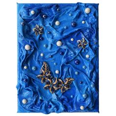 Deeply (Mélyen) - 18 x 24 cm, 2018 #paverpol #textile #textil #acrylic #akril #vivienholl #virágok #flowers #necklace #nyaklánc #beads #gyöngyök Techno, Alexander Mcqueen Scarf, Africa, Techno Music