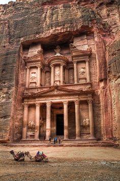 Petra, Jordan | www.VacationTravelJunkies.com