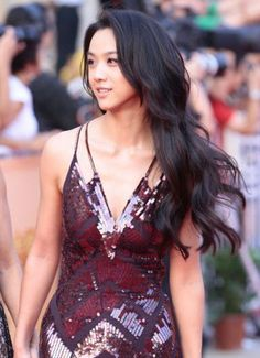Tang Wei natural makeup and glam wavy hair