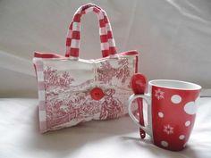 """Sac à mug """"toile de jouy"""" rouge : Autres sacs par lesdecouvertesdelily"""