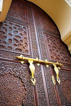 Beautiful door from MOROCCO with metal works in gold Putrajaya, Door Knockers, Door Knobs, Door Handles, Cool Doors, Unique Doors, Entrance Doors, Doorway, Moroccan Doors