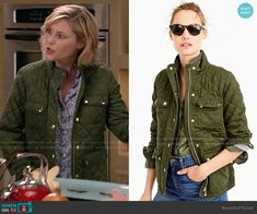 Claire's green quilted jacket on Modern Family Julie Bowen, Modern Family Episodes, Autumn Clothes, Scandi Style, Other Outfits, Field Jacket, Quilted Jacket, Military Jacket, Fashion Outfits
