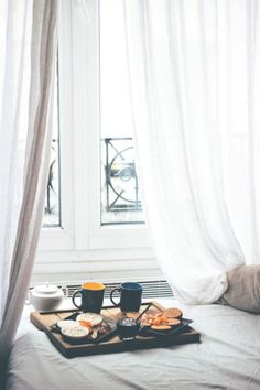 nesting / breakfast in bed / relax Relax, Home Design, Home Interior, Interior Design, Pause Café, Breakfast In Bed, Morning Breakfast, Perfect Breakfast, Lazy Days