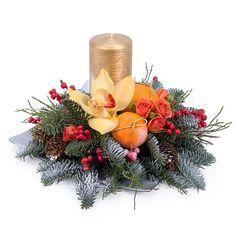 Фото: Новогодняя композиция - Композиция со свечой «Мандариновый праздник» Christmas Wreaths, Christmas Decorations, Xmas, Table Decorations, Holiday Decor, Christmas Arrangements, Holidays And Events, Advent, Centerpieces