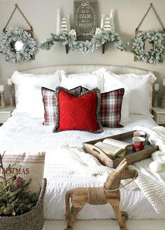 Adorable 60 Farmhouse Christmas Decor Ideas https://homeylife.com/60-farmhouse-christmas-decor-ideas/