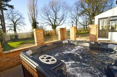 Book Old Guadaloupe Farm House for a sleeps 6 holiday, good quality self-catering holiday accommodation in Leicestershire. Country Cottages, Holiday Accommodation, Hot Tubs, Farm House, Swimming Pools, Outdoor Decor, Home Decor, Swiming Pool, Spa Baths