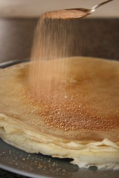 Pannekoek/Crepes laat my aan kerkbasaar dink. South African Dishes, South African Recipes, Crepes, Kos, Waffles, Pancakes, Tostadas, Food Inspiration, Food To Make