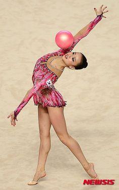 Son Yeon Jae (Korea) won gold medal in ball finals at Summer Universiade Korea, 2015