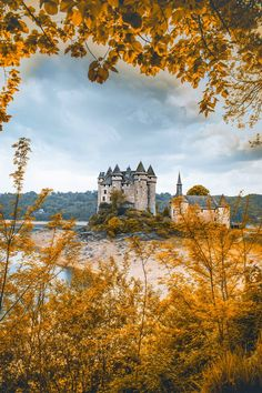 Here are 16 of the best castles you can visit worldwide. Whether it be a spooky abandoned castle, or Scottish castles (e.g. Eilean Donan castle), French castles (e.g. Chateau de Chambord), German castles (e.g. Neuschwanstein castle), or just places with great castle architecture, we cant get enough! Here are 16 of the best castles in the world thatll make you want to travel right now! #Castle #Castles #Travel #Architecture
