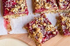 Healthy Strawberry Oat Squares with Homemade Jam, OhSheGlows (Oat bars: oats, Ka… – Food Recipes Köstliche Desserts, Healthy Desserts, Delicious Desserts, Dessert Recipes, Yummy Food, Yummy Eats, Great Recipes, Whole Food Recipes, Favorite Recipes
