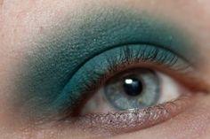 ILLAMASQUA 'Burst' Eyeshadow  Human Fundamentalism Review and Swatches http://www.magi-mania.de/illamasqua-burst-eyeshadow/
