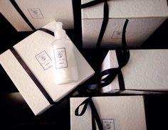 Άρωμα Πούδρας και σε Κρέμα Σώματος Chanel Ballet Flats, Kai, Gift Wrapping, Gifts, Beauty, Gift Wrapping Paper, Presents, Chanel Ballerina Flats, Wrapping Gifts