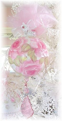 "queenbee1924: ""(via shabby chic christmas 