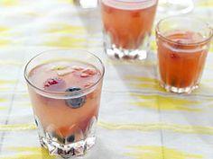 Zelfgemaakte limonadesiroop is heel leuk om te maken. En niet alleen geschikt als een heerlijke dorstlesser. Het is ook een�