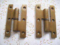 Cerniere dell'annata Italia spazzolato in ottone per porte Antique Hinges, Antiques, Italia, Antiquities, Antique