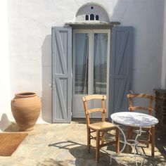 A small piece of aesthetics #Tinos #cyclades #familytravel #architecturephotography #architecture