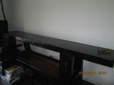 1°) D'un vieil établi récupéré dans un garage et restaure, j'en ai fait un meuble TV/HI-Fi
