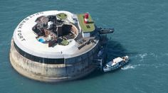 Spitbank Fort is an unusual and historic sea fortress in the Solent, off Portsmouth. Now a luxury exclusive venue and hotel, the fort was formerly home to hundreds of soldiers guarding the approaches to Portsmouth. Spa Luxe, Magazine Deco, Unusual Hotels, Ile De Wight, Oil Rig, Luxury Accommodation, Sauna, Island Resort, Southampton