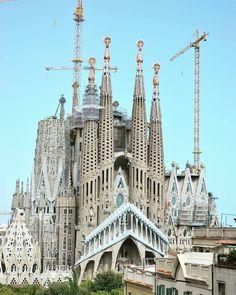 Religious Architecture, Gothic Architecture, Famous Buildings, Modern Buildings, Antonio Gaudi, Barcelona Architecture, Crazy Houses, Dubai Skyscraper, Great Buildings And Structures